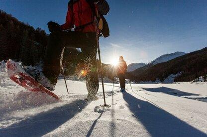 Escursioni con le ciaspole intorno al lago di Gioveretto in Val Martello