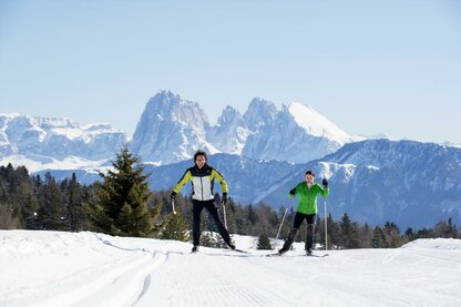 Cross-country skiing at the Villanderer Alm Alpine pasture