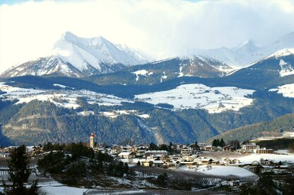Wioska Natz-Schabs w okresie zimowym
