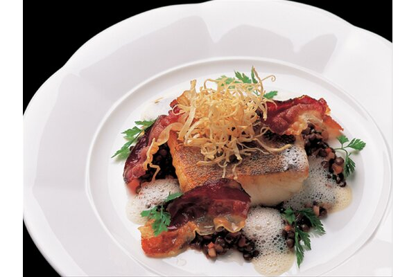 Broiled fillet of perch with Speck and lentils