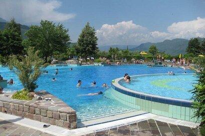 Piscina di Termeno/Sport- und Erlebnisbad Tramin